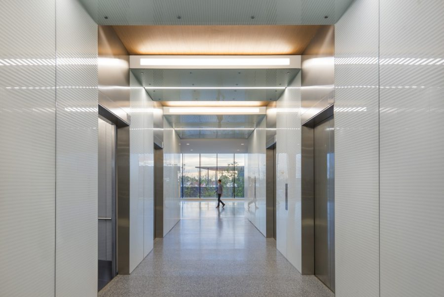 20_Zurich-North-America-Headquarters_Elevator-Vestibule
