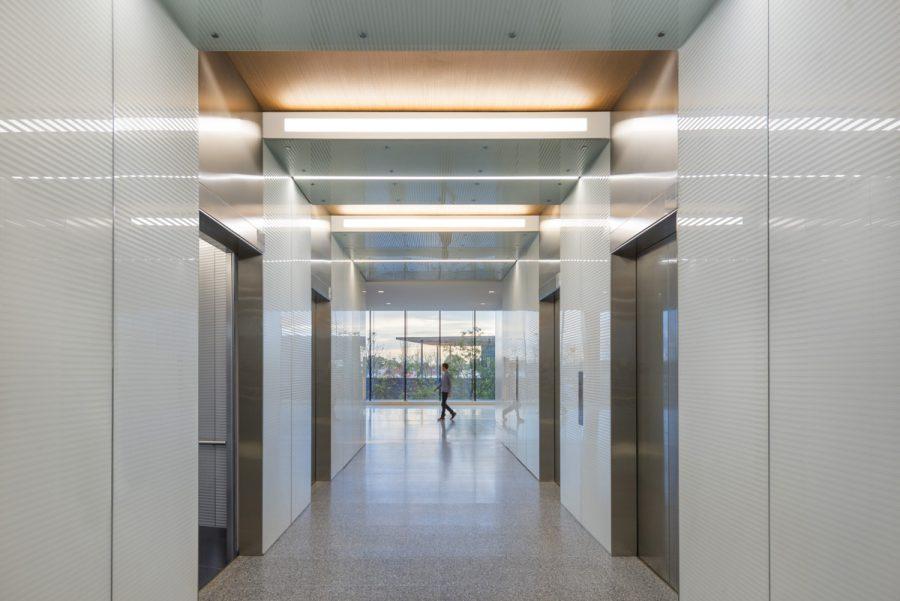 20_Zurich-North-America-Headquarters_Elevator-Vestibule