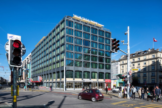 Dynamic Glass makes appearance in overhaul of Swiss hotel