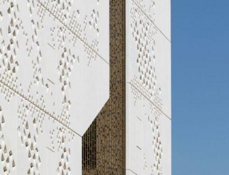 Mecanoo interprets Moorish vernacular architecture for Spain's Palace of Justice