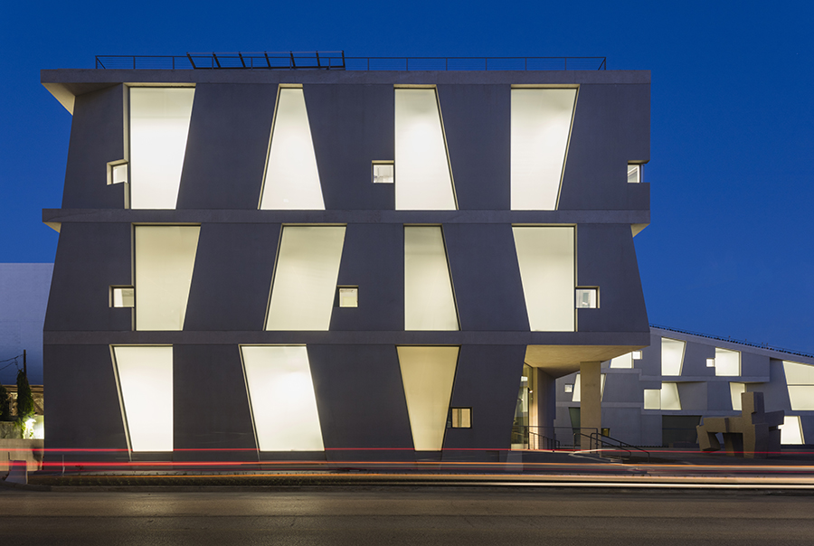 1_Night-view-of-the-Glassell-School-of-Art-west-elevation-Photograph-©-Richard-Barnes
