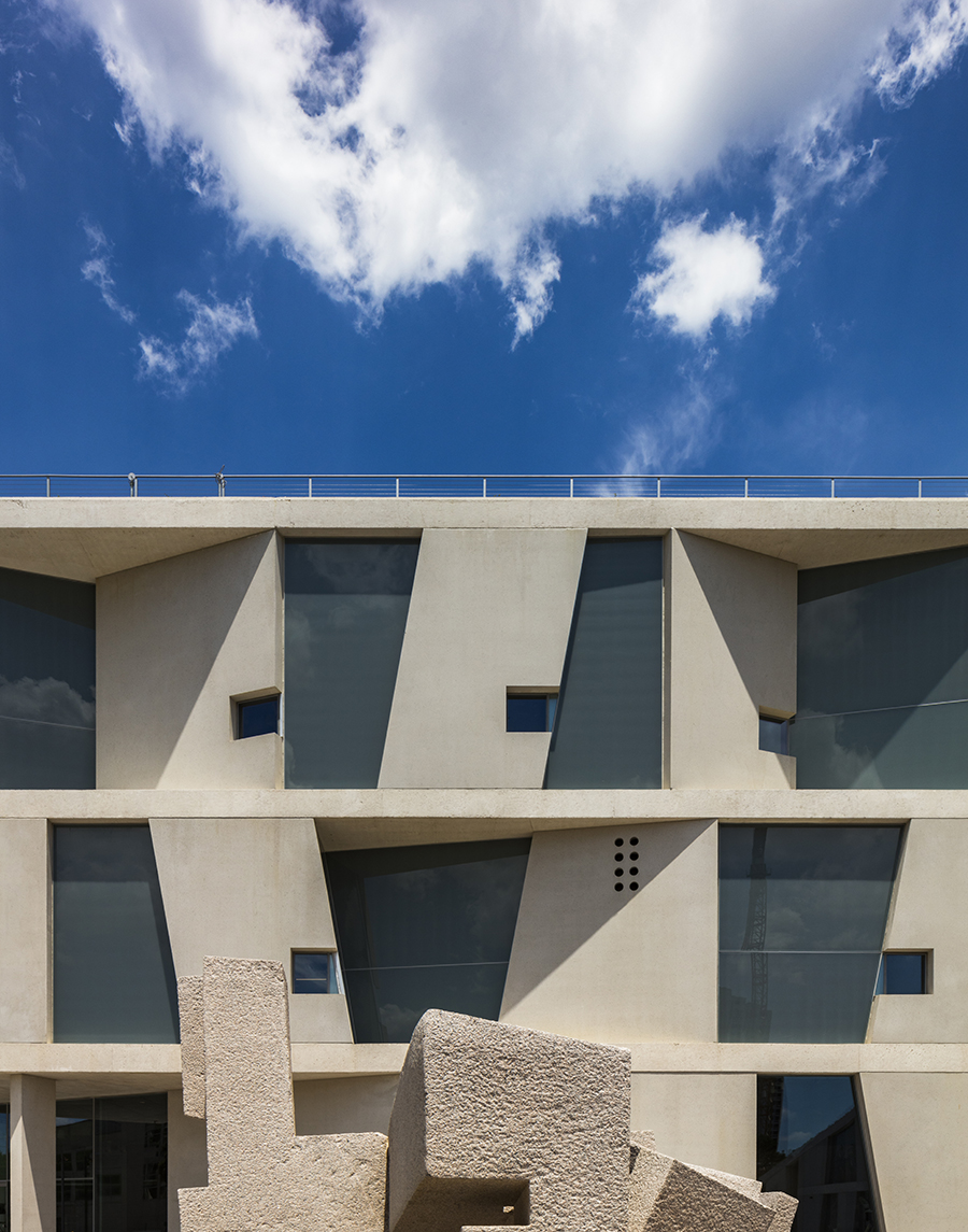 4_Detail-of-the-Glassell-School-of-Art-facade-south-elevation-Photograph-©-Richard-Barnes