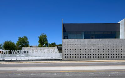This concrete screen wall was inspired by the proportions of camera lenses