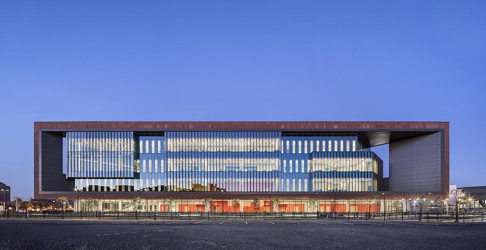 Rutgers Univ-Camden_Nursing and Science Building_Ext Southwest Elevation Dusk__Copyright Sarah Mechling-Perkins Eastman