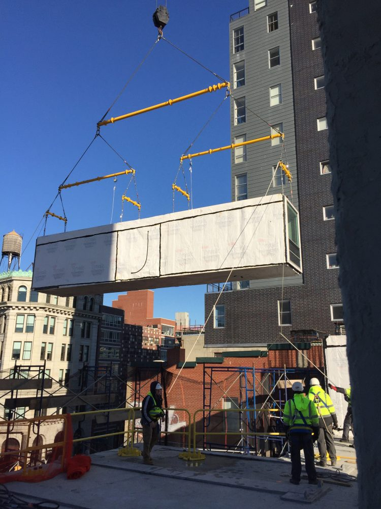 CitizenM_Bowery_Construction_Module_Placed_By_Crane_Credit Stephen B Jacobs Group PC, Executive Architect