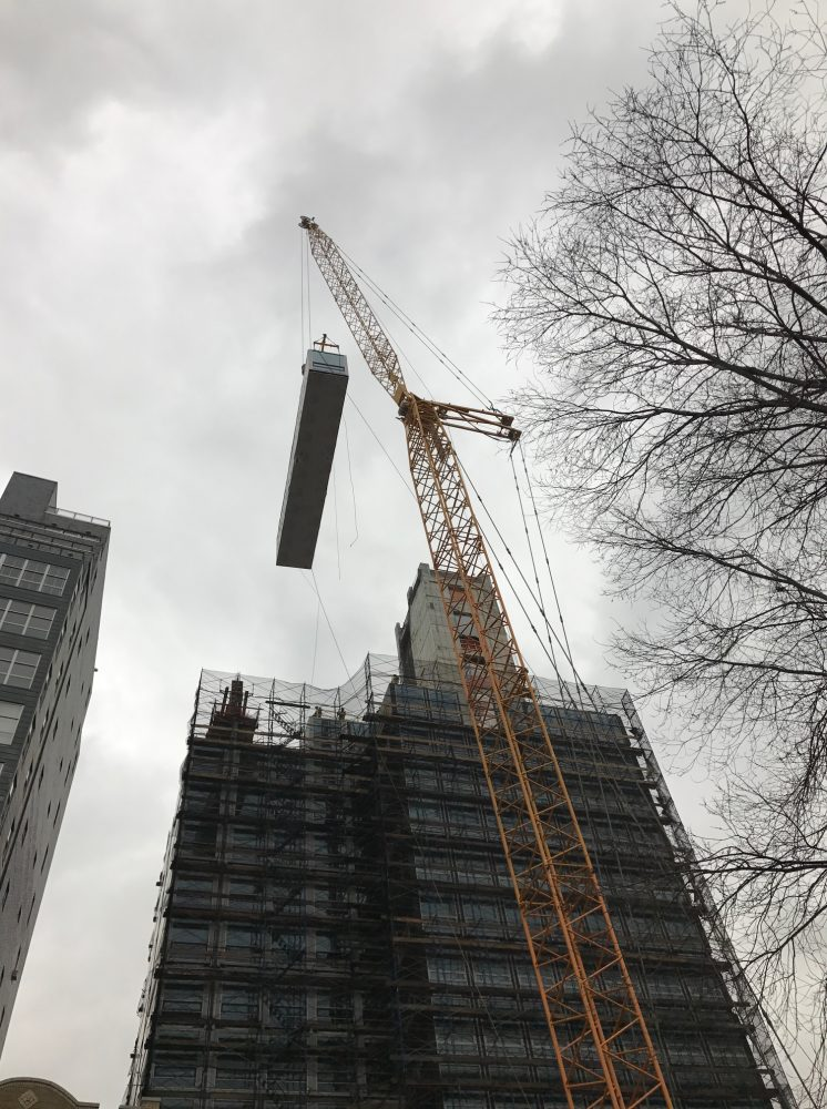 CitizenM_Bowery_Construction_Module_Placed_By_Crane_Credit Stephen B Jacobs Group PC, Executive Architect03
