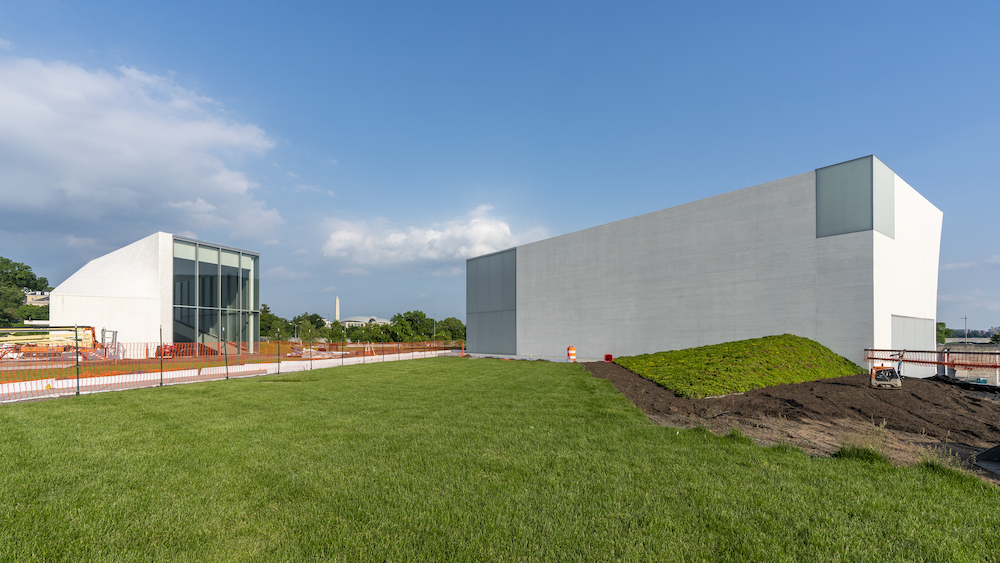 8.Welcome-Pavilion-L-and-Skylight-Pavilion-Video-Wall_The-REACH_Photo-by-Jonathan-Morefield.jpg