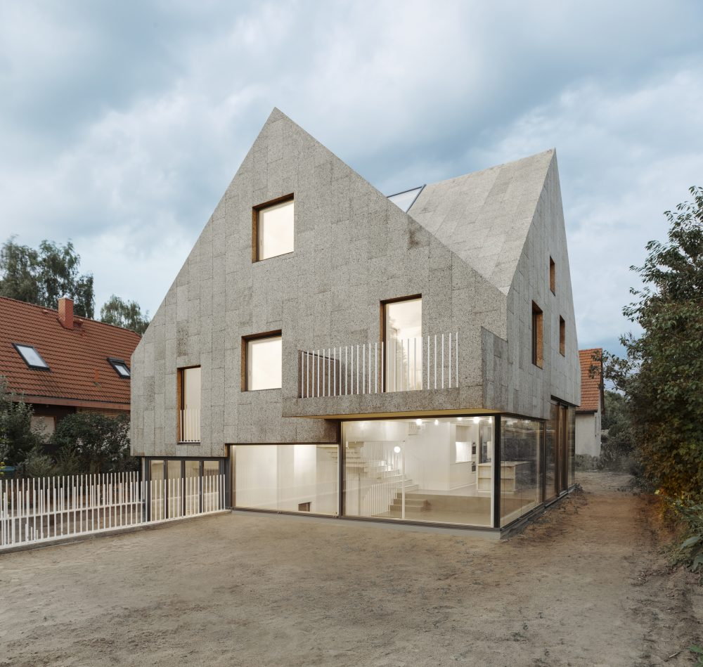 This Berlin house stays dry under a cork skin