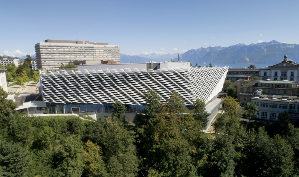 This Swiss cancer institute keeps out the sun with a continuous aluminum screen