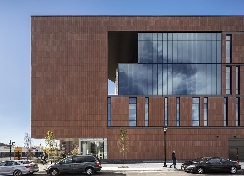 Rutgers Univ-Camden_Nursing and Science Building_Ext East Detail__Copyright Sarah Mechling-Perkins Eastman